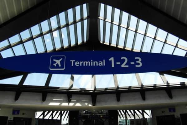 Dépose en véhicule VTC au terminal de Lyon-Saint-Exupéry